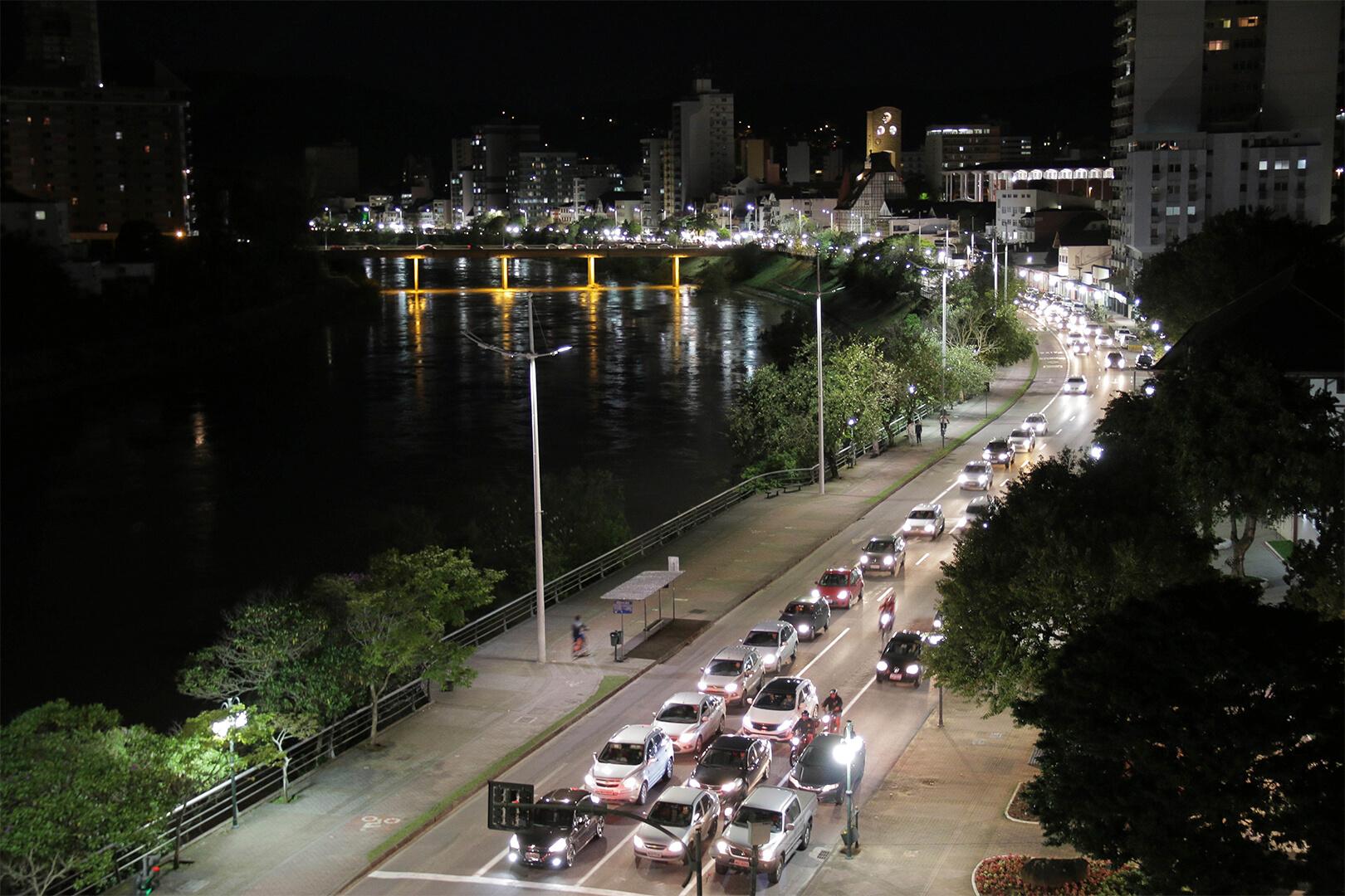 Blumenau - Avenida Beira Rio - Fot. Leonardo Danezi